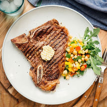 Steak T-Bone, beurre d'ail et salade de pois chiches